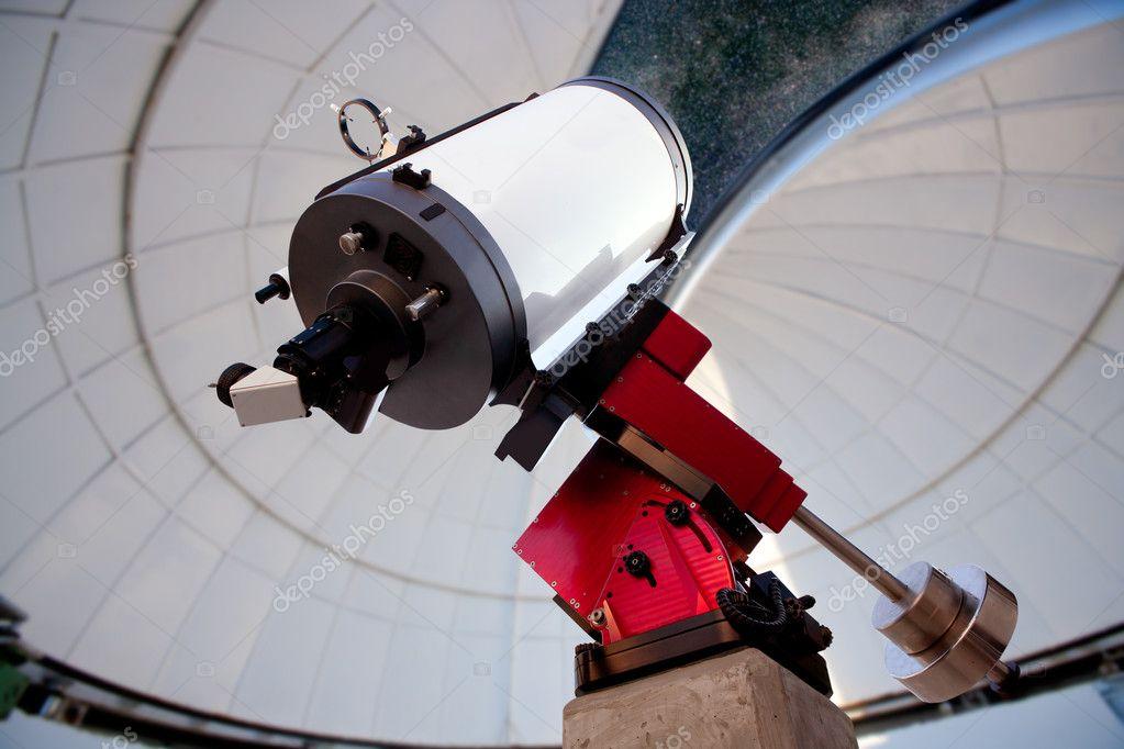 Astronomisches observatorium teleskop innen nacht u stockfoto