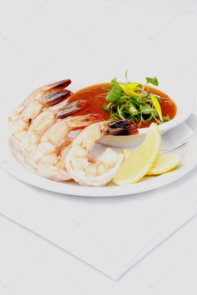 Garnelen-cocktail mit klassischer sauce — Stockfoto © charlesknox ...