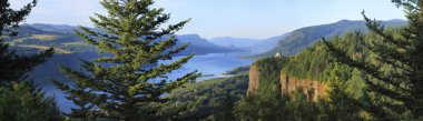 The Columbia River Gorge & Vista house, panorama.