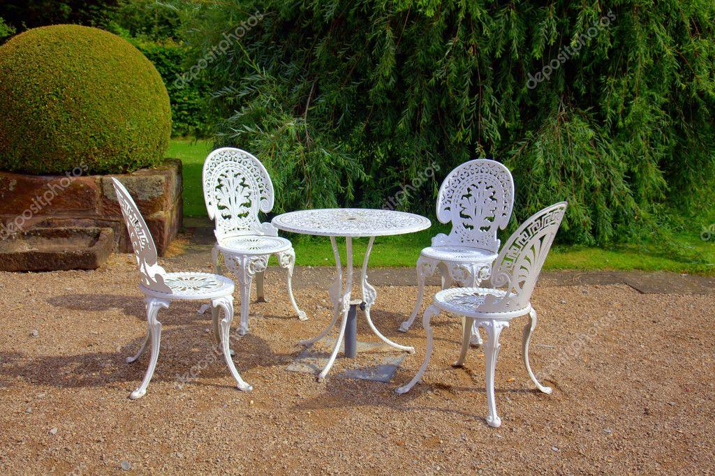 Gartentisch Und Stuhlen Stockfoto C Debu55y 7073316