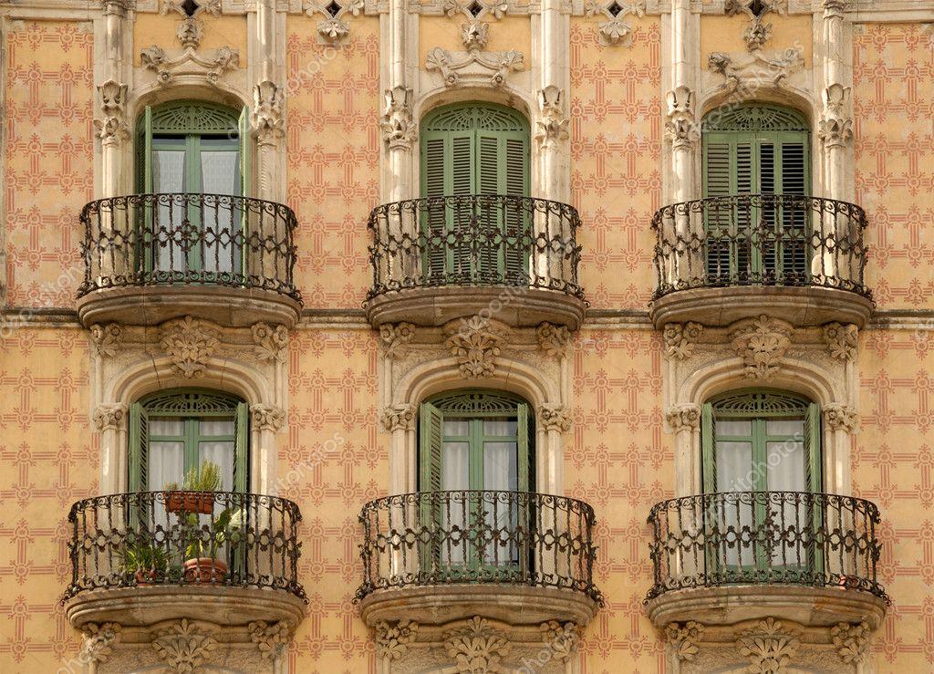fa ade d 39 un bel immeuble barcelone espagne photo 6776855. Black Bedroom Furniture Sets. Home Design Ideas