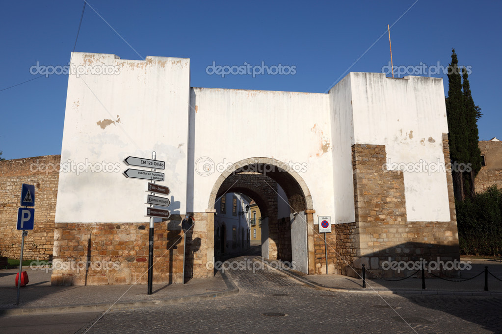 Puerta del casco antiguo de faro algarve portugal foto - Casco antiguo de lisboa ...