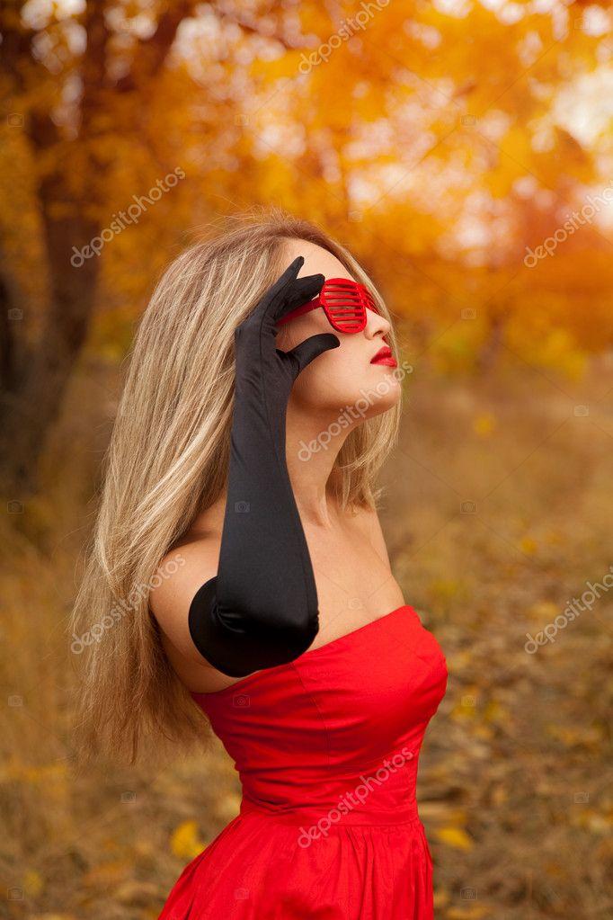 Image result for красивые женщины в красном