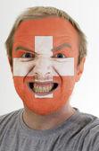 šílený vztek muže v barvách vlajky Švýcarsko