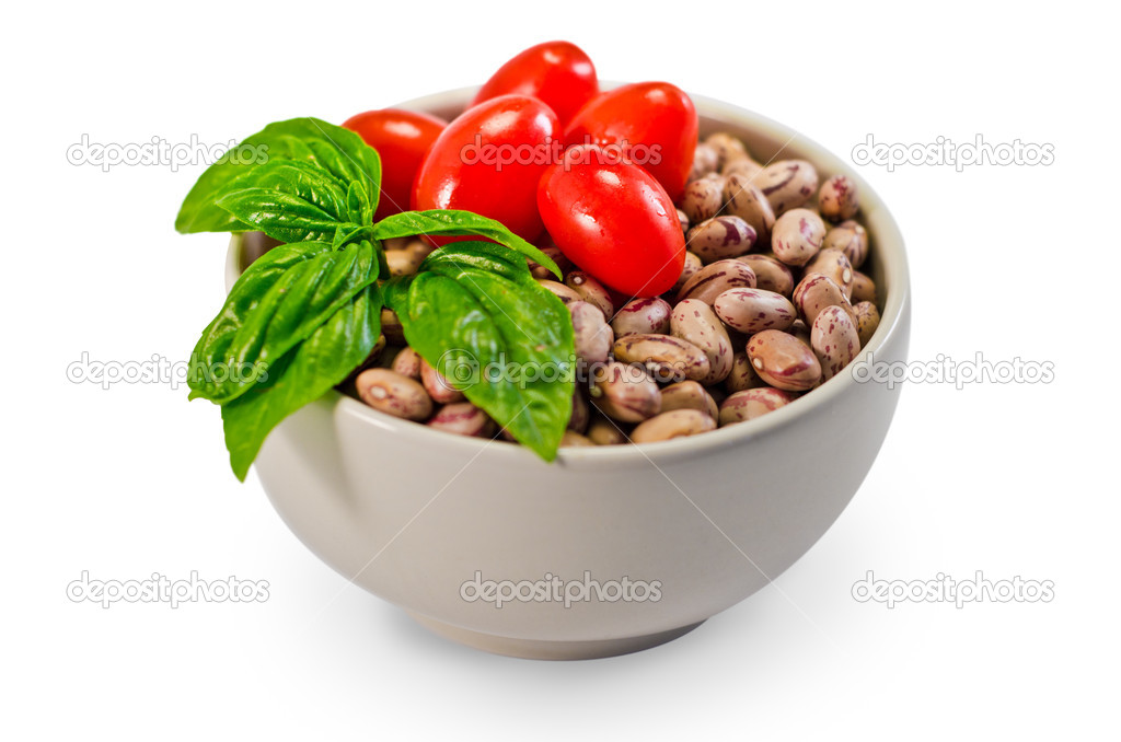 Cannellini beans, tomato and basil