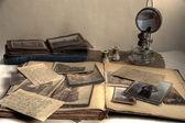 régi fényképek, képeslapok, levelek és könyvek