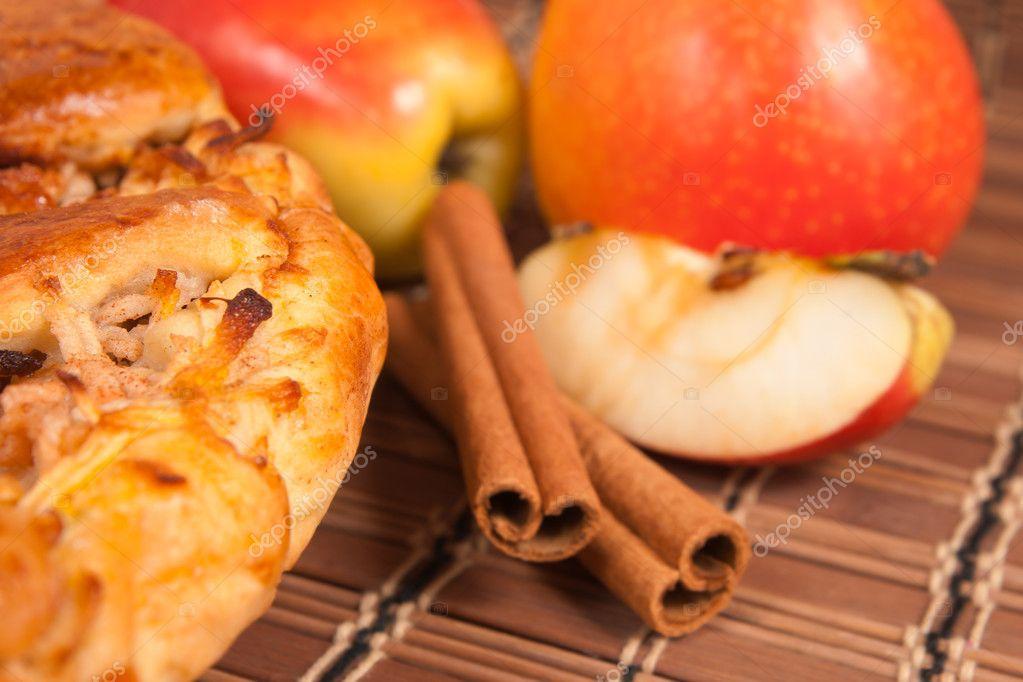 Пирог из свежих яблок
