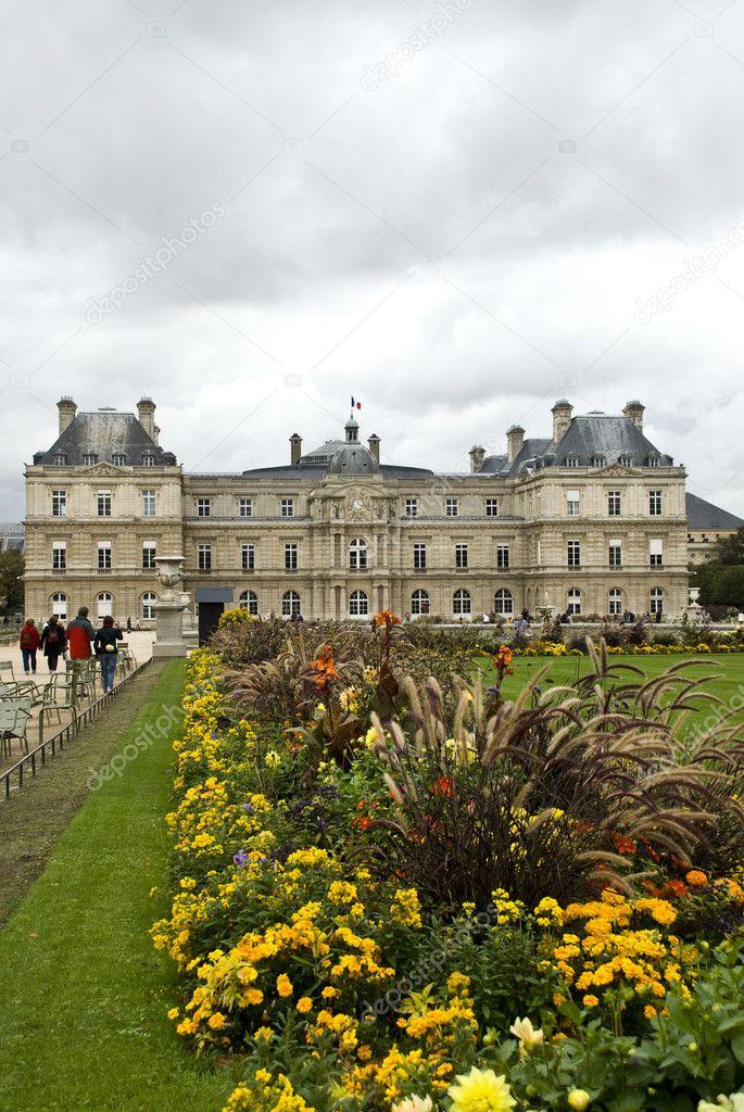Jardines de luxemburgo paris stock photo natoulle25 for Jardines de luxemburgo paris