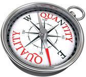 kvalita versus množství koncepční obraz s kompasem