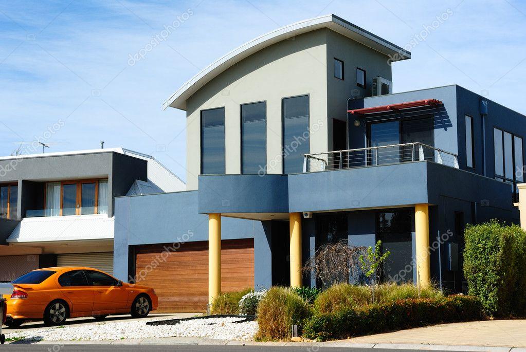 Mooie moderne huis nieuwe architectuur u redactionele stockfoto