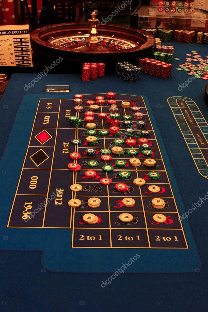 Roulette Tafel Te Koop.Roulettetafel In Casino Met Chips Stockfoto C Sergeblack 6809497