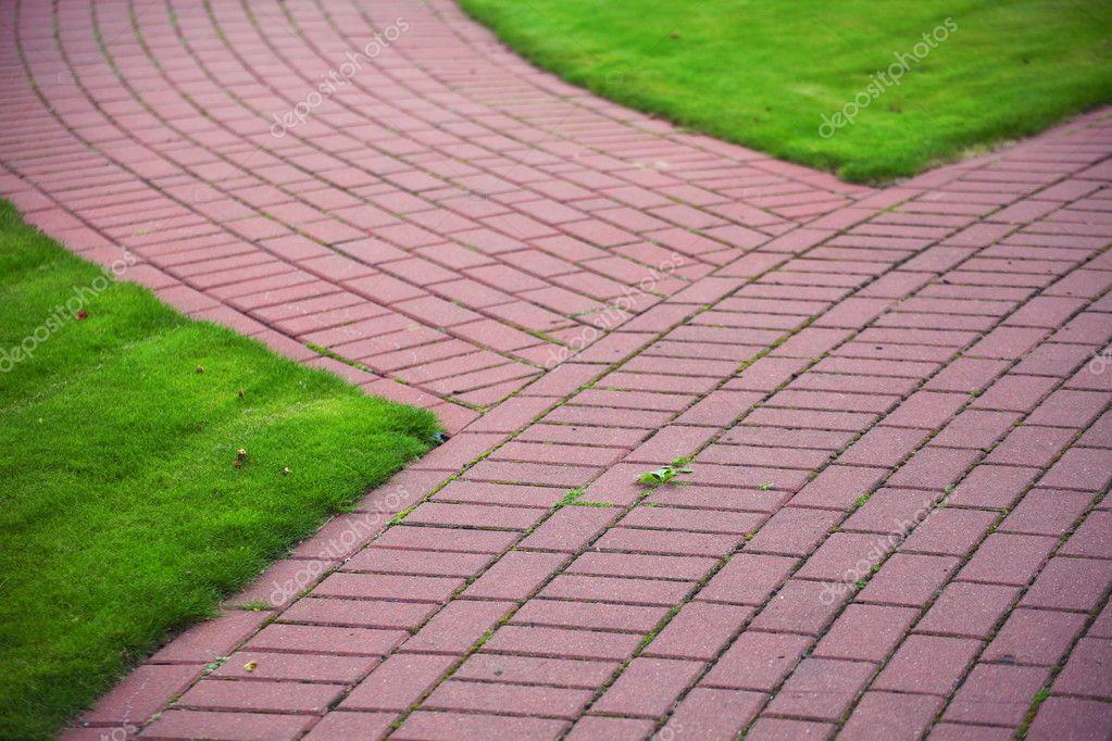 chemin de pierre jardin avec gazon trottoir de brique. Black Bedroom Furniture Sets. Home Design Ideas