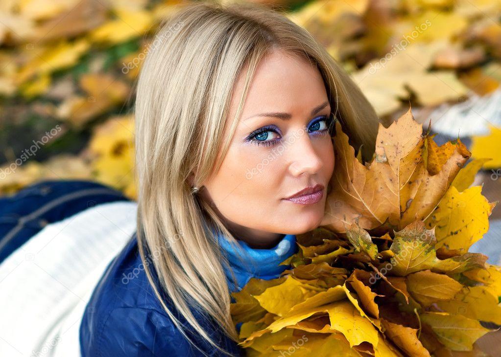 image Suesse blondine mit ihrem date im bett