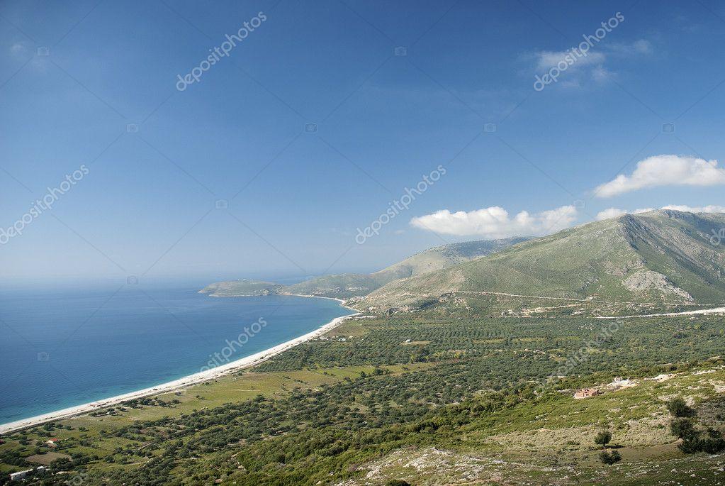Jižní Albánie costline s pláží a hory — Stock Fotografie ... 825cf59ac6