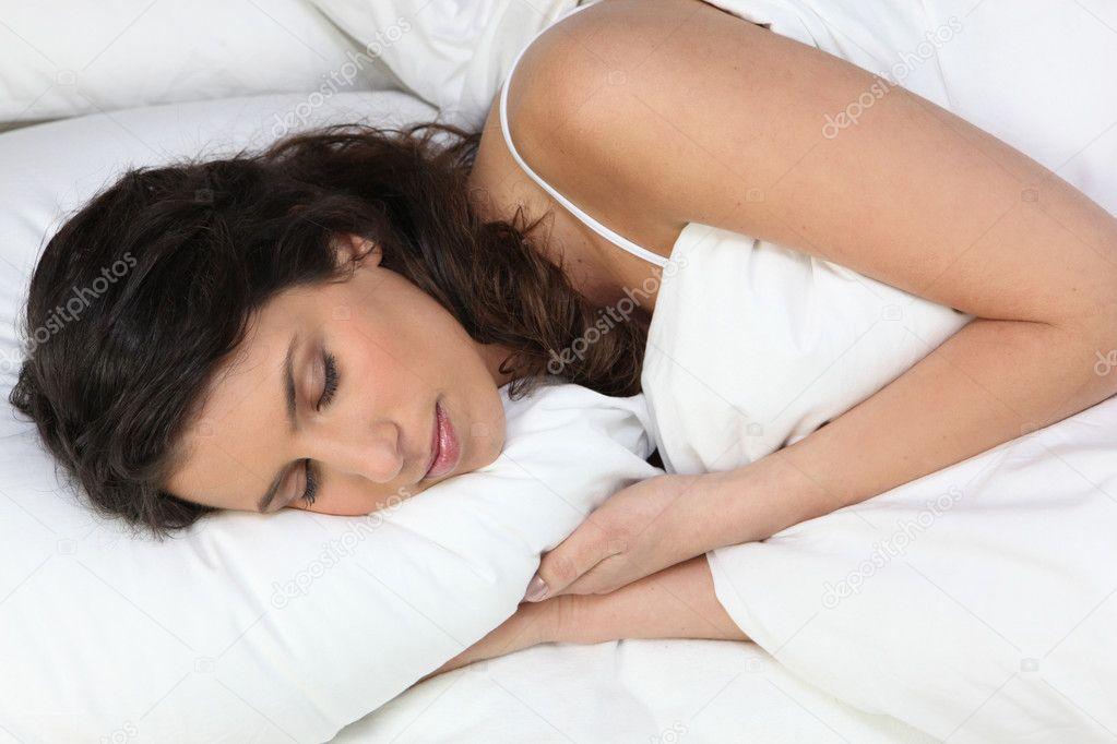 Взрослые женщины спят с молодыми правильно трахать девок