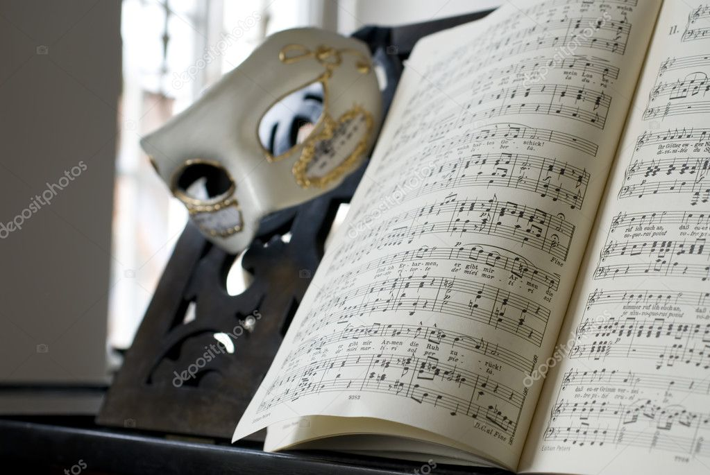Lyric grand piano lyrics : Grand Piano, lyrics book and venice mask — Stock Photo © alexraths ...