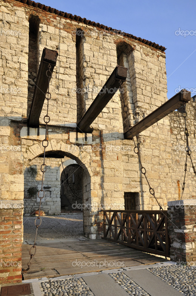 Brichot castles and fortresses of the meeting cycle with travelers