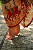 Fényképek bájos nő etnikai szoknya