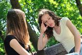 přátelé - jeden dospívající dívka komfortem, další