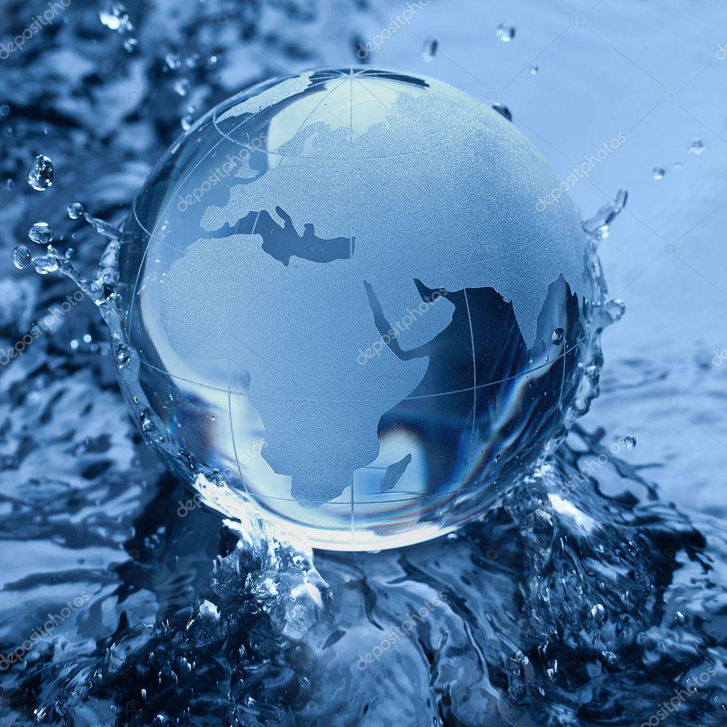 Globus erdball geo karte glas kristal wasser splash welle