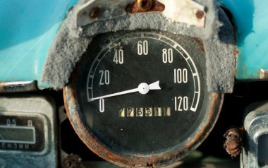 Old car dashboard speedometer