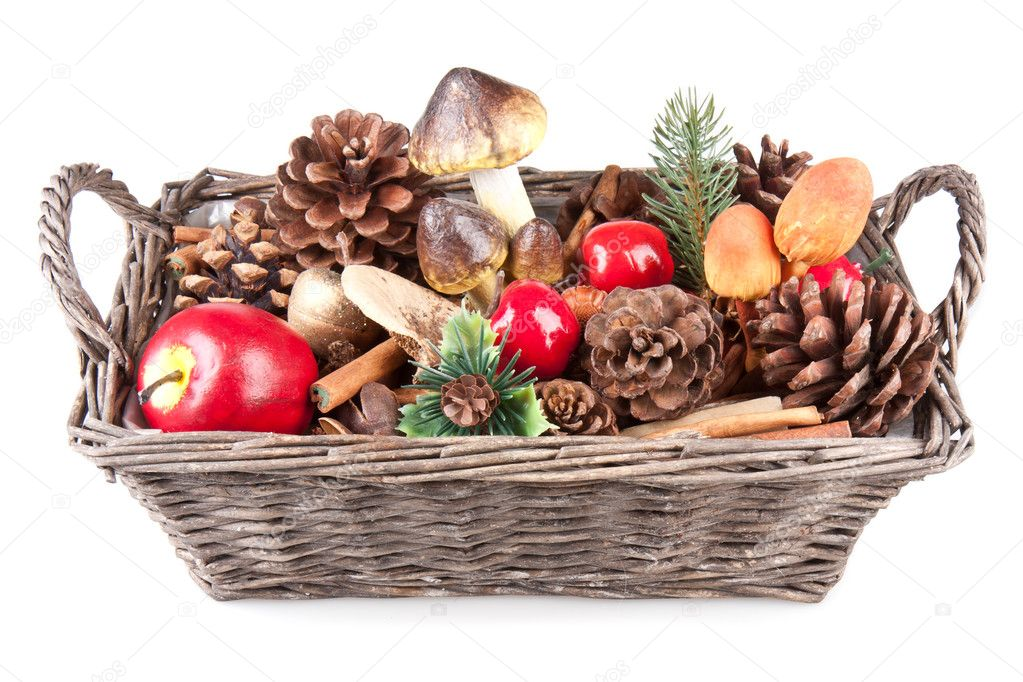 Houten mandje met herfst decoratie stockfoto kruwt for Herfst decoratie