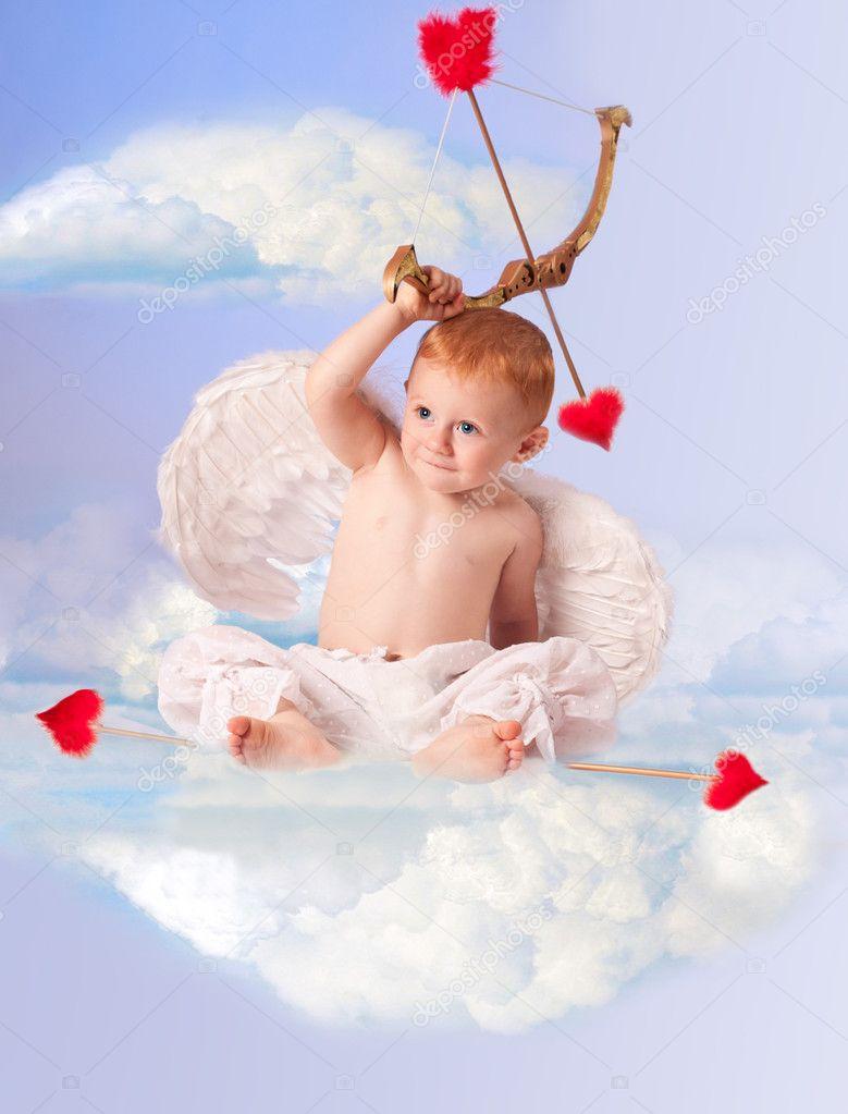 Süße Engel Baby Mit Pfeil Und Bogen Auf Einer Wolke Stockfoto