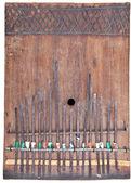 Fatti in casa in legno kalimba, africano thumb piano isolato Threshold