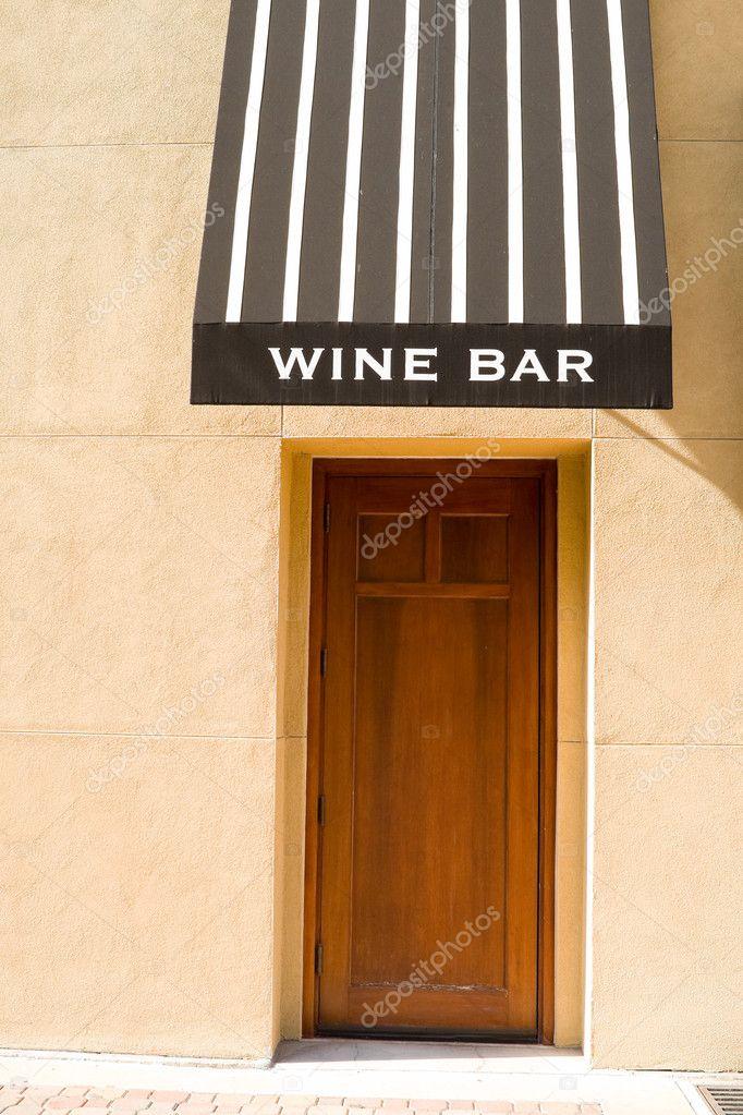 Eingang zur Weinstube, Markise, Holz, Stuck — Stockfoto © Qingwa ...