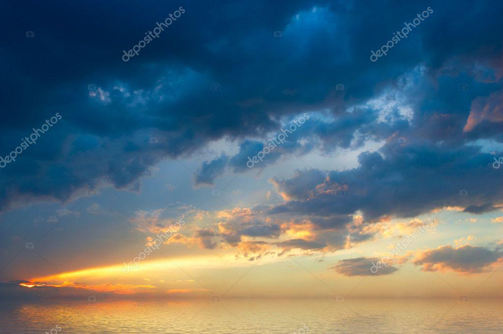 Colofrul sunset over sea