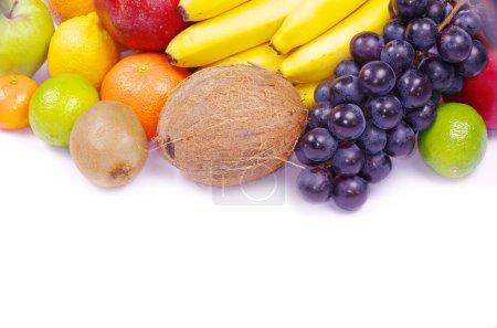 Foto de Composición con frutos aislados en blanco - Imagen libre de derechos