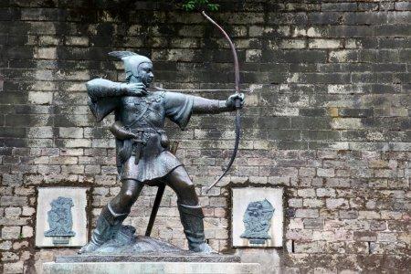 Photo pour Statue de Robin des Bois au château de Nottingham, Nottingham, Royaume-Uni - image libre de droit