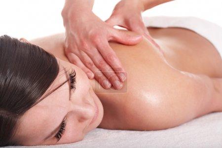 Photo pour Une fille qui se fait masser le dos. Isolé . - image libre de droit