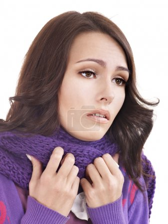 Photo pour Jeune femme avec mouchoir qui a froid. Isolé . - image libre de droit