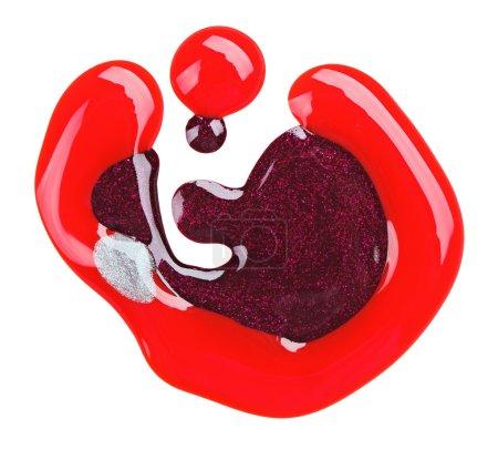 Photo pour Échantillons de taches de vernis à ongles (émail) rouge et violet, isolés sur du blanc - image libre de droit