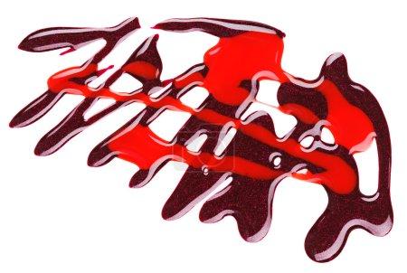 Photo pour Vernis à ongles violet et rouge motif mixte, isolé sur blanc - image libre de droit