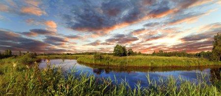 Photo pour Déclin sur la rivière Berezina, Biélorussie - image libre de droit