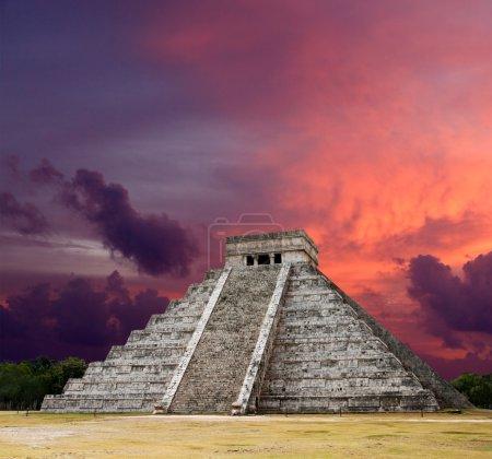 Mayan pyramid of Kukulcan El Castillo. Chichen-Itza, Mexico