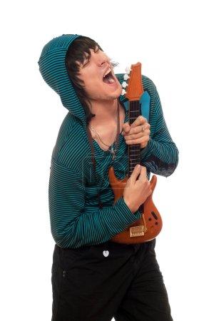Photo pour Jeune homme fou avec une petite guitare - image libre de droit