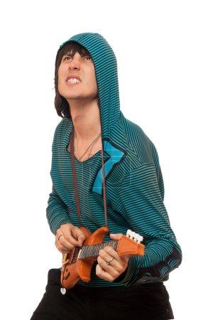 Photo pour Un homme expressif avec une petite guitare. Isolé - image libre de droit
