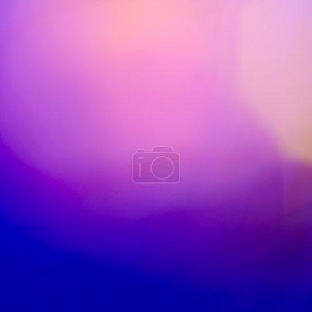Photo pour Vue abstraite des lumières bleues et violettes floues - image libre de droit