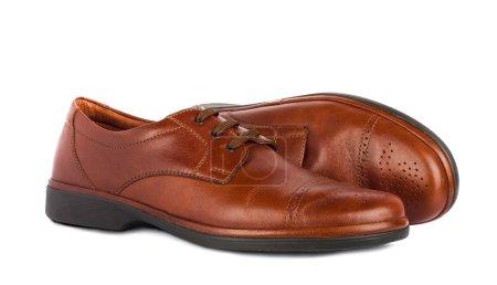 Photo pour Les chaussures marron élégantes pour hommes sur le fond blanc isolé - image libre de droit