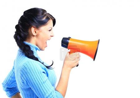 Photo pour Jeune femme parlant par mégaphone - image libre de droit