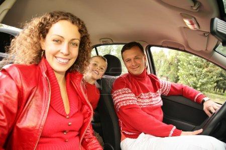 Vater mit Sohn im Auto