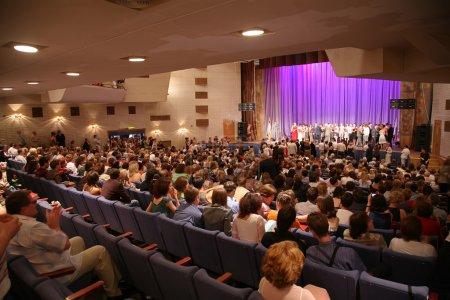 Photo pour Dans la salle de concert - image libre de droit