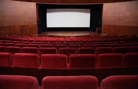 Photo pour Vide salle de cinéma - image libre de droit