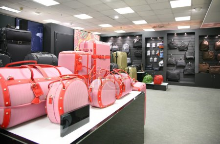 Division of bags and trunks in store