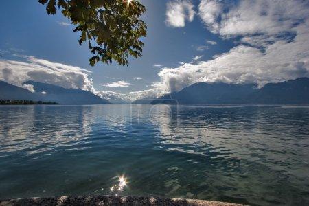 Photo pour Lac Léman dans la belle journée d'automne - image libre de droit