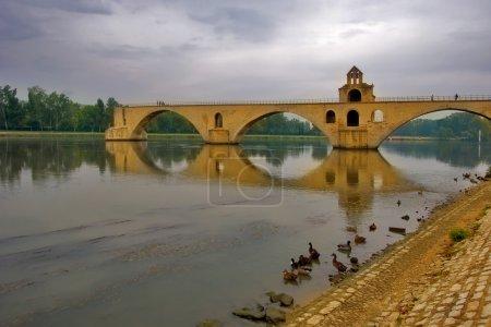 Photo pour Pont inachevé à Avion via la rivière Rona - image libre de droit