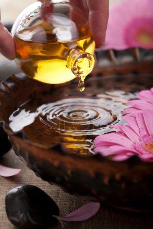 Photo pour Huile essentielle pour aromathérapie - image libre de droit